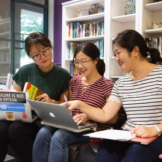 Students collaborating at Writing Center