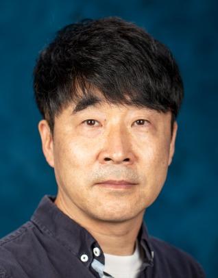 Dongyoun Hwang