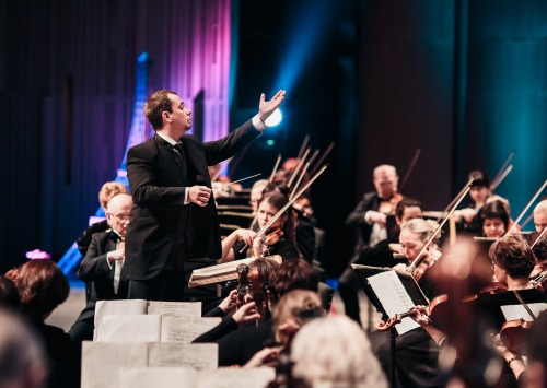 Conductor Vladimir Lande conducting the orchestra