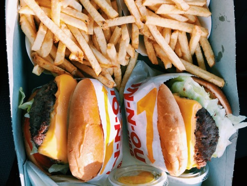 Image of burgers at In n Out