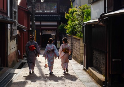 Image of people in kimonos walking down the street