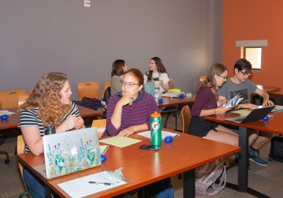 Image of students in writing center workshop.