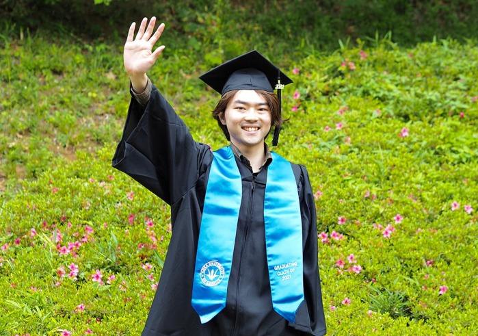 Shunji Fueki in cap and gown